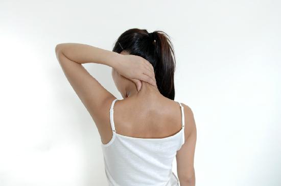 首の痛みムチウチ